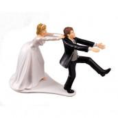 La figurine la mariée attrapant le marié