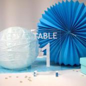 Le numéro de table en plexiglas