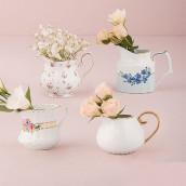 L'assortiment de pots à lait en porcelaine