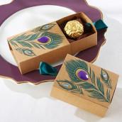 La boîte à dragées allumette plume de paon