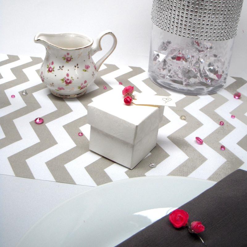 diy boite drag es avec fleur en papier. Black Bedroom Furniture Sets. Home Design Ideas