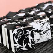 La boîte à dragées baroque noir et blanc