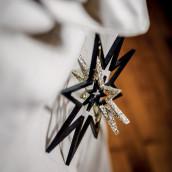 L'étoile en bois noir et or