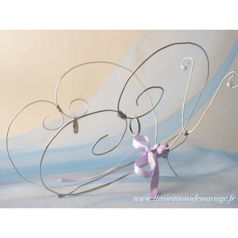 ... de mariage sur le thème des papillons : porte-alliance papillon