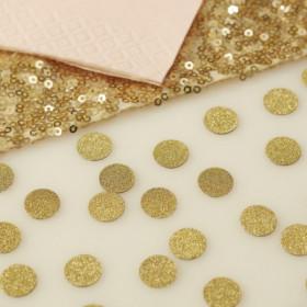 Les confettis de table dorés