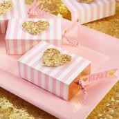 Le savon coeur et sa boîte à rayures roses