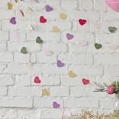La guirlande de coeurs multicolores