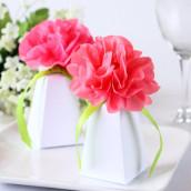 La boite à dragées blanche avec fleur