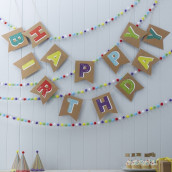 La guirlande de fanions kraft anniversaire