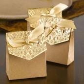 Le contenant à dragées kraft dentelle or