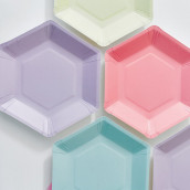 Les 12 assiettes en carton hexagonales