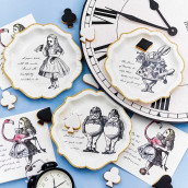 Les assiettes jetables Alice in Woonderland