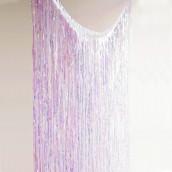 Le rideau de fils iridescents
