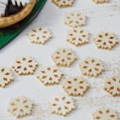 Les confettis de table flocons en bois