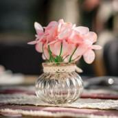 Le vase rétro ivoire et toile de jute