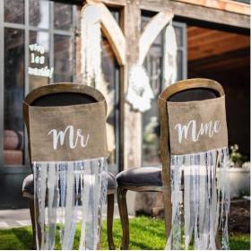 La pancarte de chaise Mr & Mrs lin et dentelle
