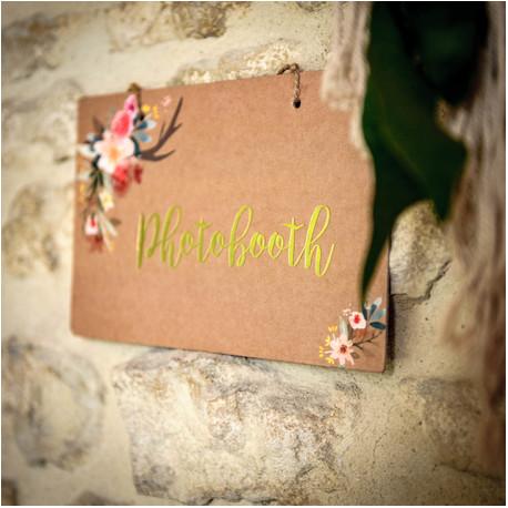 La pancarte photobooth kraft et fleurs