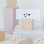 Le porte-nom ou numéro cube en bois