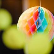 Les 3 boules en papier alvéolé arc en ciel