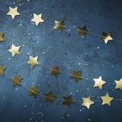 La guirlande d'étoiles dorées
