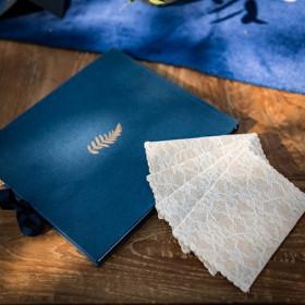 Le livre d'or bleu marine fougère