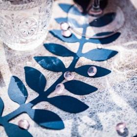 Les feuilles de fougère et eucalyptus bleu et or