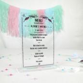 Le menu personnalisé en plexiglas bohème