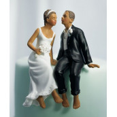 La figurine couple s'embrassant