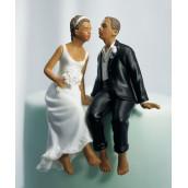 La figurine couple s'embrassant noir
