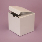 Les 10 boites cube simple blanc ou noir