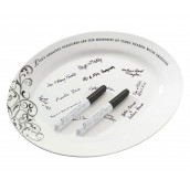 Le plat en porcelaine à signatures