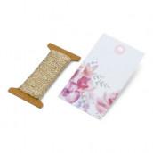 Les 12 étiquettes fleurs roses avec cordelette