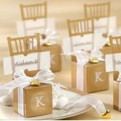 La boîte à dragées marque place chaise or
