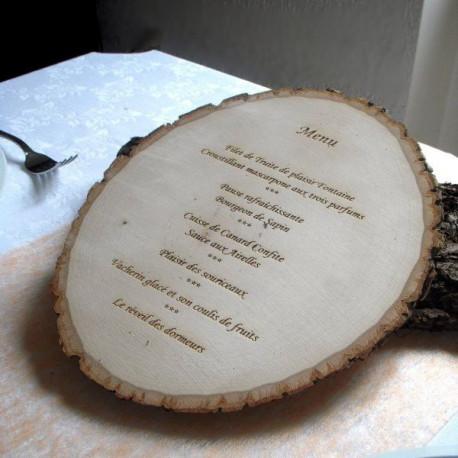 menu grav sur rondin de bois personnalis. Black Bedroom Furniture Sets. Home Design Ideas