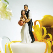 La figurine couple noir jouant au basket