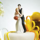 La figurine gateau couple jouant au basket en porcelaine