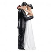 La figurine de mariage tendre couple cheveux bruns