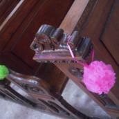 Décoration de bancs d'église : la boule de tulle à suspendre