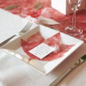Décoration de mariage sur le thème de l'automne : marque place aster et menu feuille d'érable