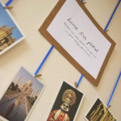Décoration de mariage sur le thème du voyage : Livre d'or postal