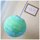 Décoration de mariage sur le thème du voyage : urne globe
