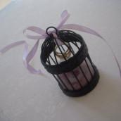 Décoration mariage oiseau : le porte-alliances mini cage