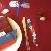 Décoration de mariage sur le thème de la mer : marque place fil de pêche et menu paquebot