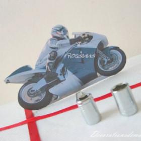 Décoration de mariage sur le thème de la moto: Marque place moto