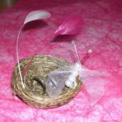 Décoration de mariage sur le thème du marais : le petit nid porte alliances