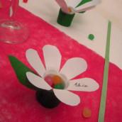 Esprit récup : le marque-place fleur de table en bouteille
