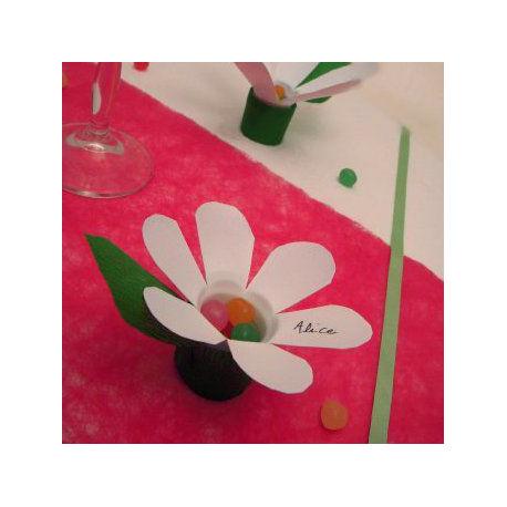 des fleur avec une bouteille plastique id es r cup. Black Bedroom Furniture Sets. Home Design Ideas