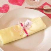 Décoration de mariage sur le thème des papillons : marque place papillon en perles