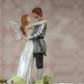 La figurine heroic fantasy pour gateau de mariage
