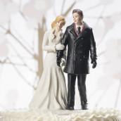 La figurine mariés d'hiver en porcelaine